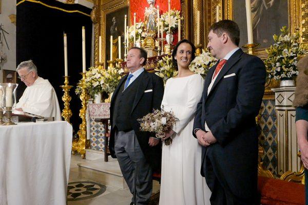 Novios en el altar en Sevilla