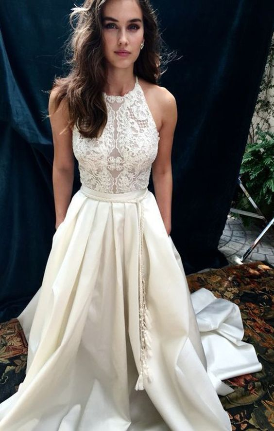 Vestido de novia cuello alto y en caja